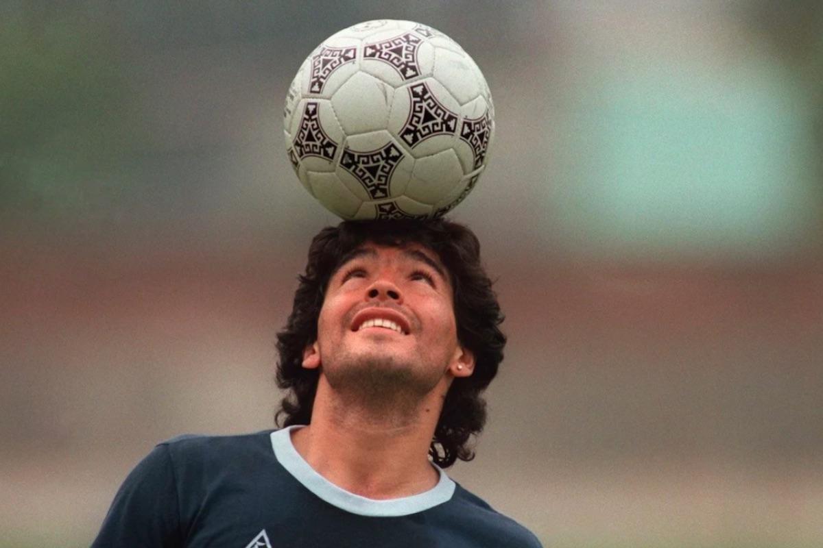 Maradona palleggia