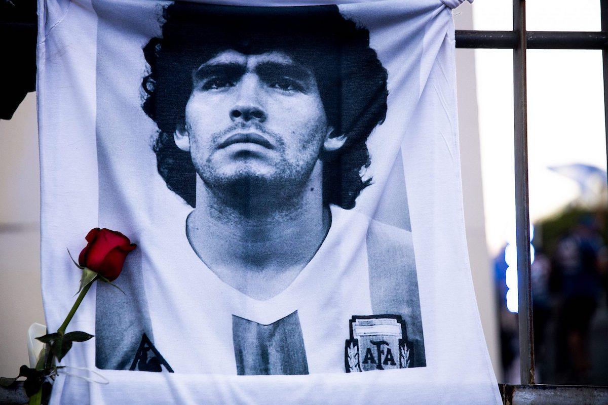 Bandiera dedicata a Maradona