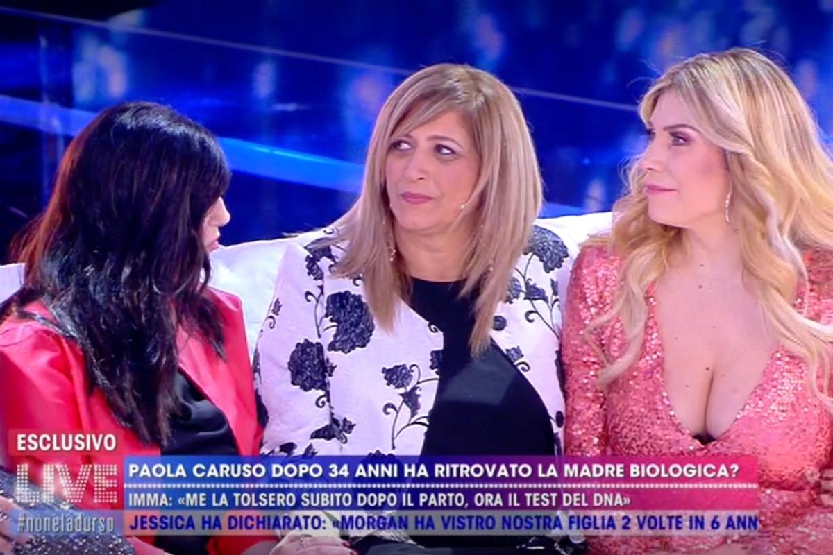 Paola Caruso e la madre biologica a Live Non è la d'Urso