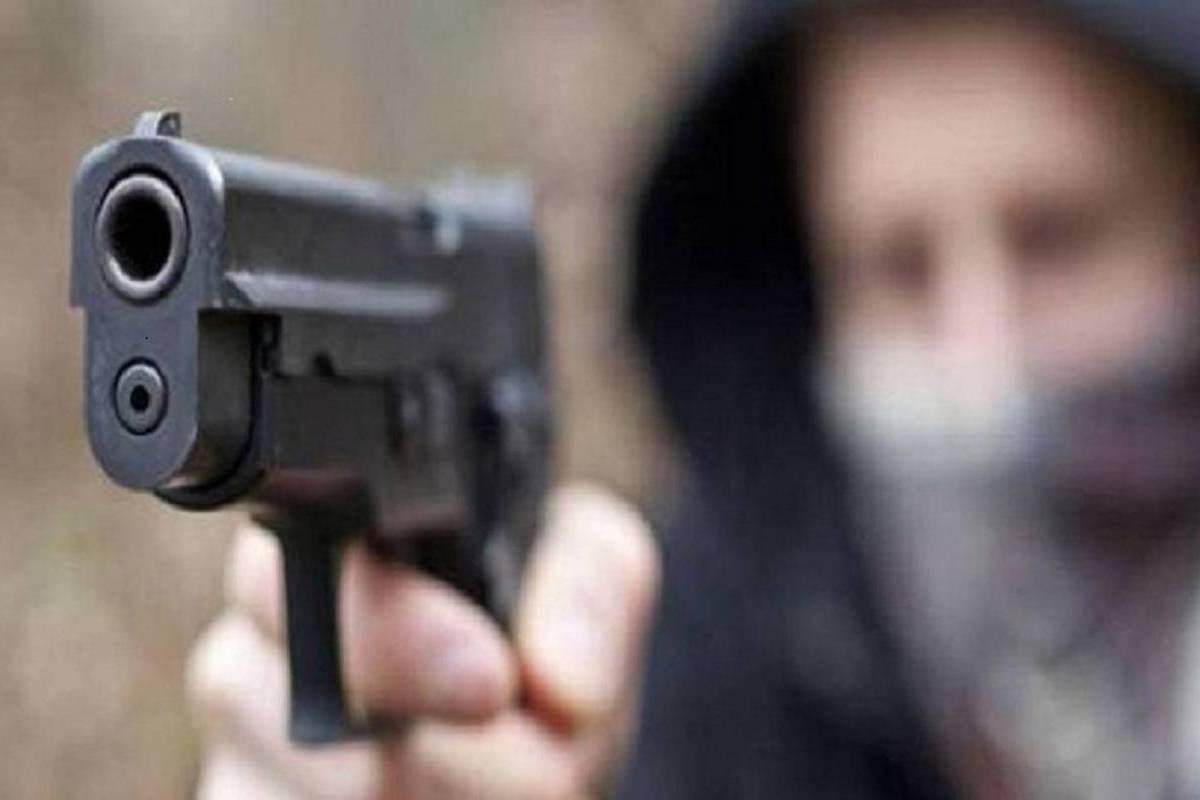Criminale punta pistola