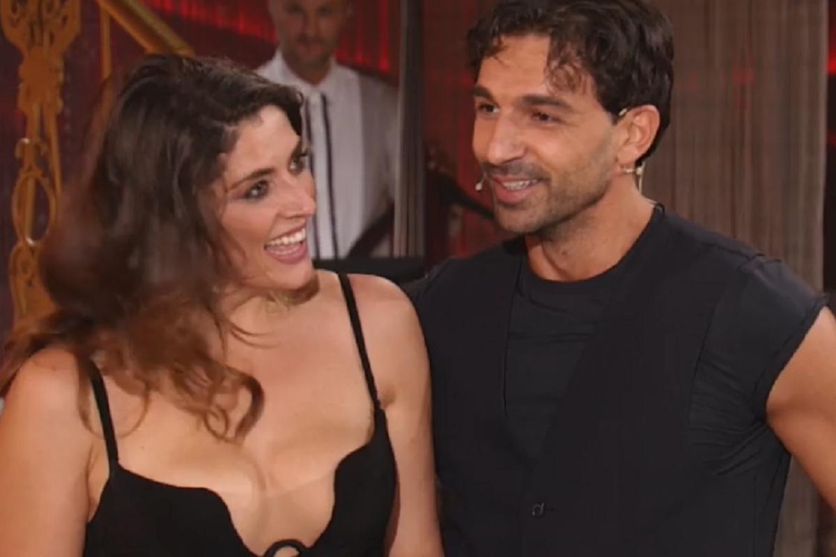 Raimondo Todaro ed Elisa Isoardi che sorridono