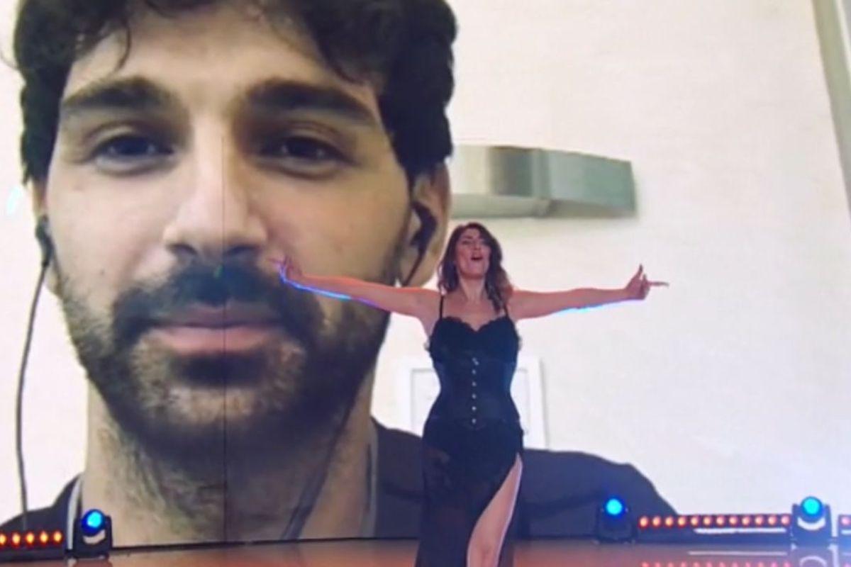 Elisa Isoardi balla da sola