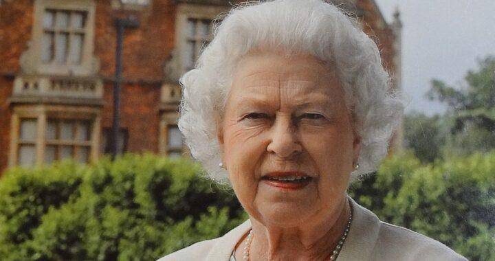 Regina Elisabetta The Crown