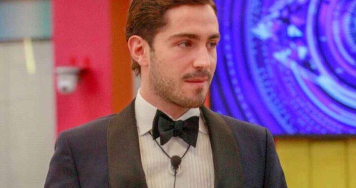 Tommaso Zorzi indossa un abito elegante