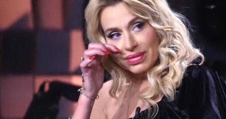 Verissimo, Valeria Marini in lacrime per la truffa subito dalla mamma: il racconto