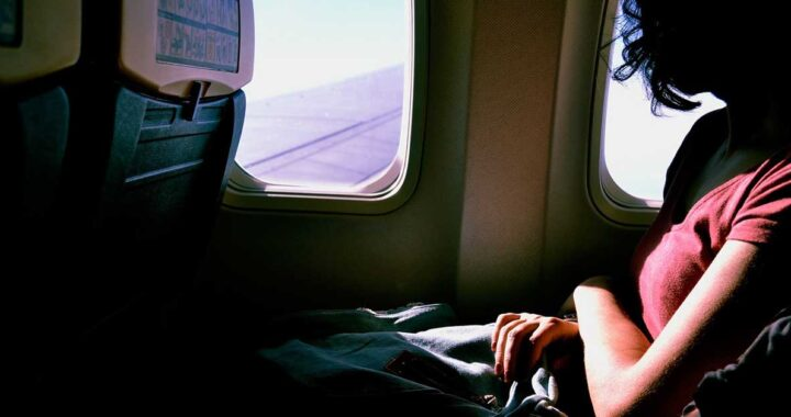 Volo lunghissimo? Questi sono i modi infallibili per dormire in aereo
