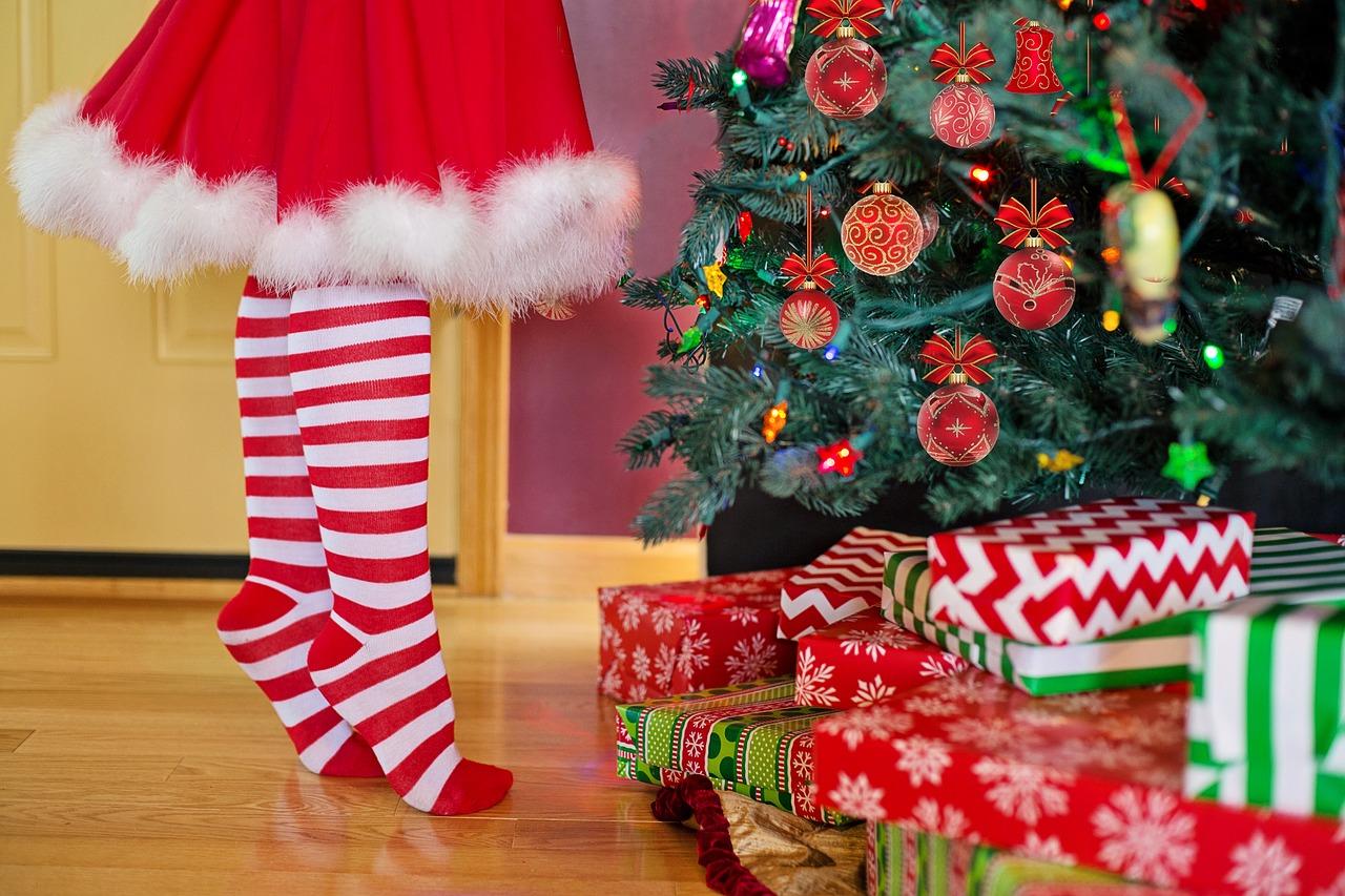Bambini aspettano il Natale