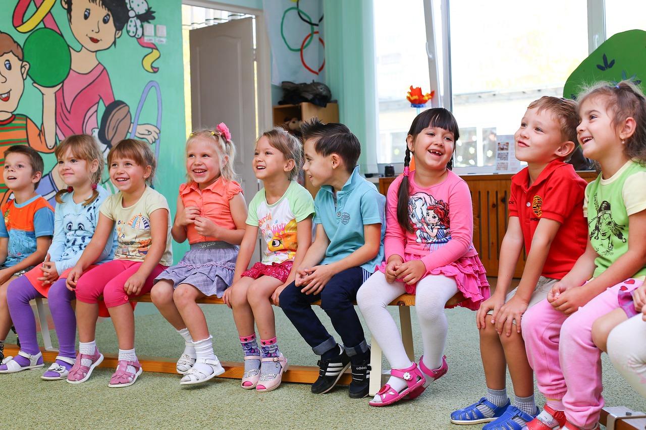 Bambini a scuola insieme