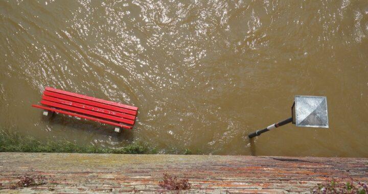 Famiglia salvata dall'alluvione