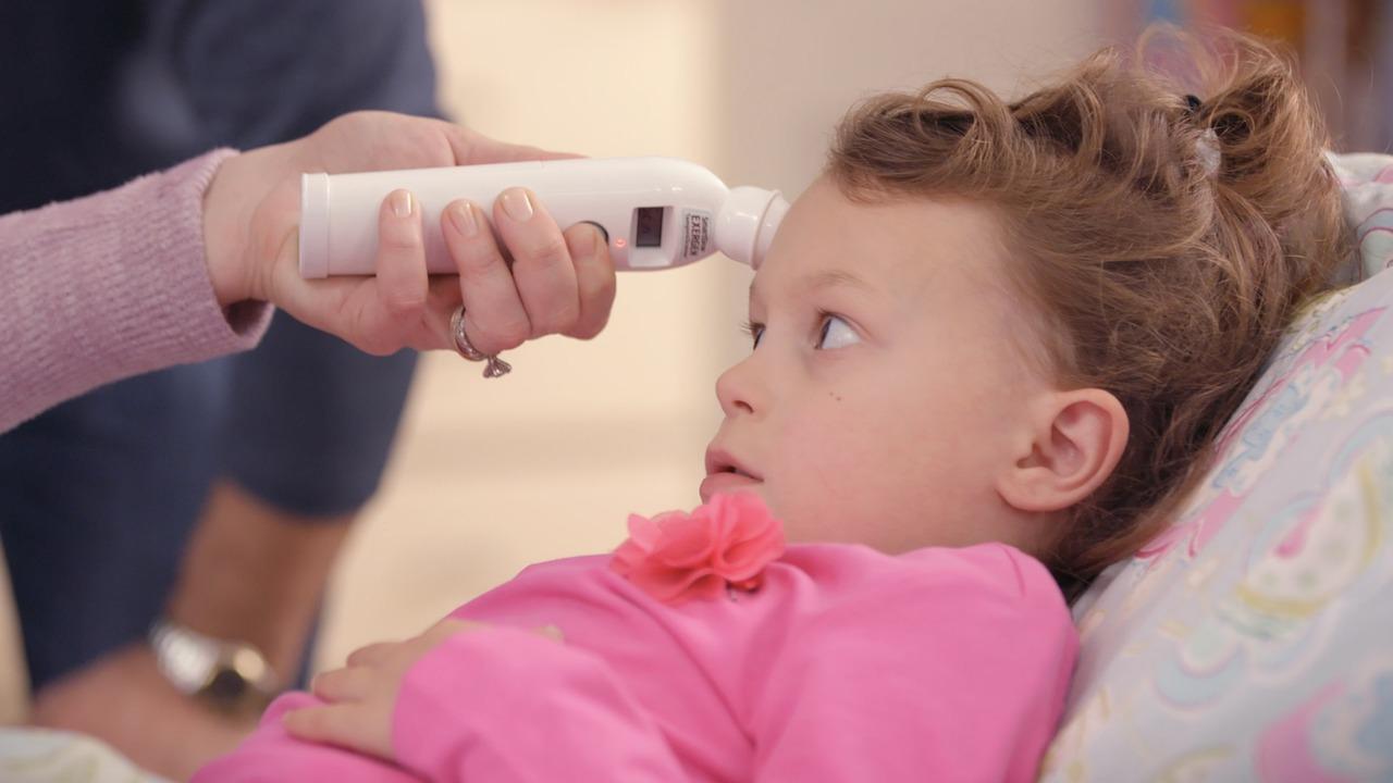 Misurare la febbre ai più piccoli