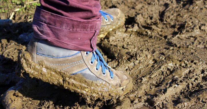 come pulire scarpe e stivali sporchi di fango