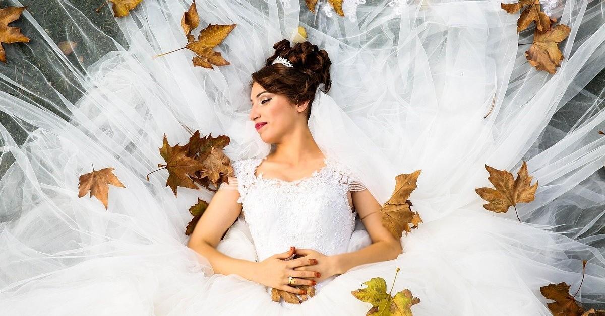 come pulire un vestito da sposa in casa