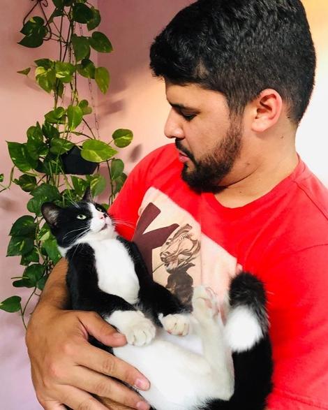 Artur Lira e il gatto
