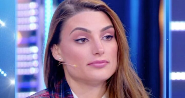 Franceska Pepe asciata perché spendeva troppi soldi