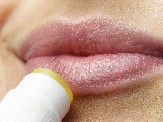 labbra screpolate miele e zucchero