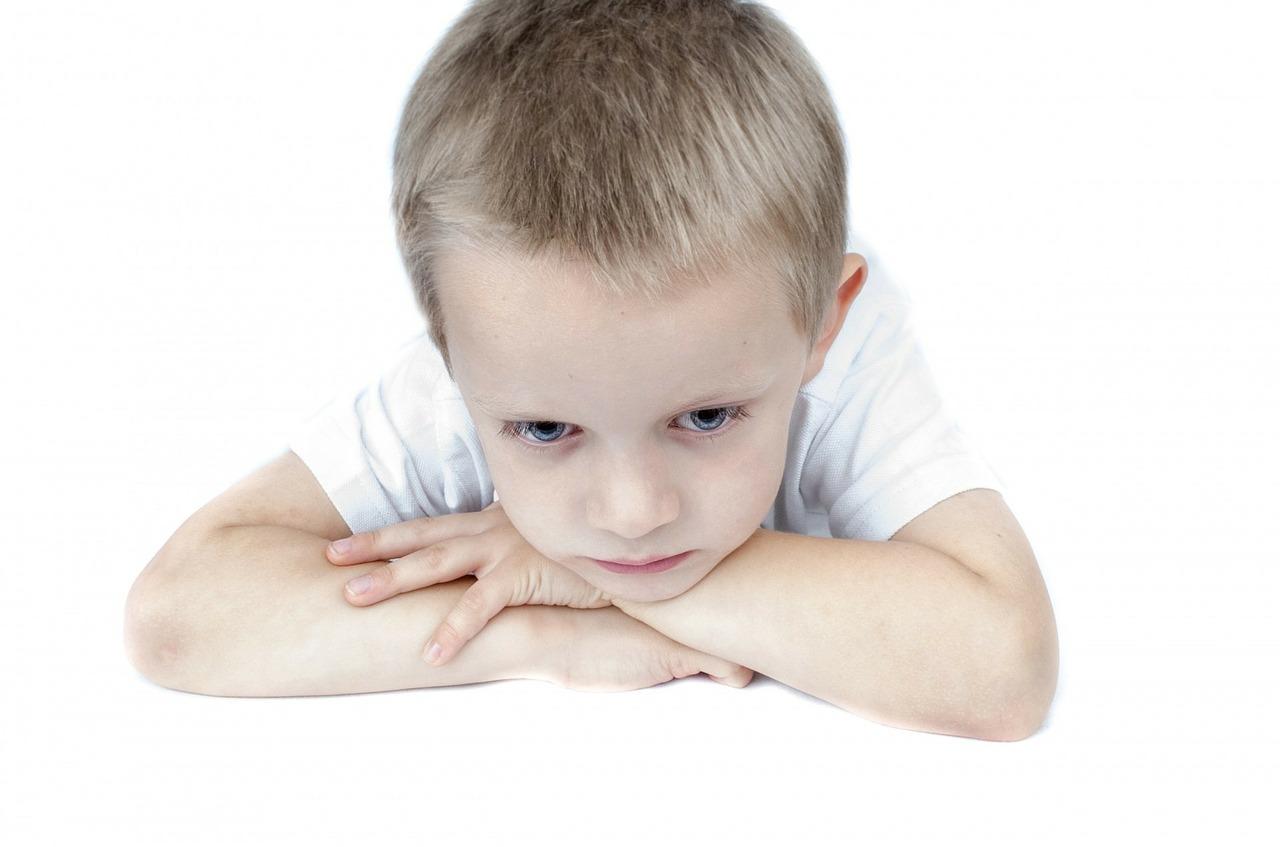litigare-davanti-ai-figli-bambino-triste