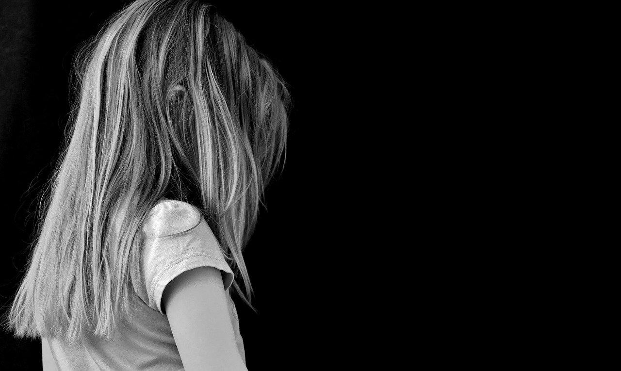 Incidente domestica per una ragazzina