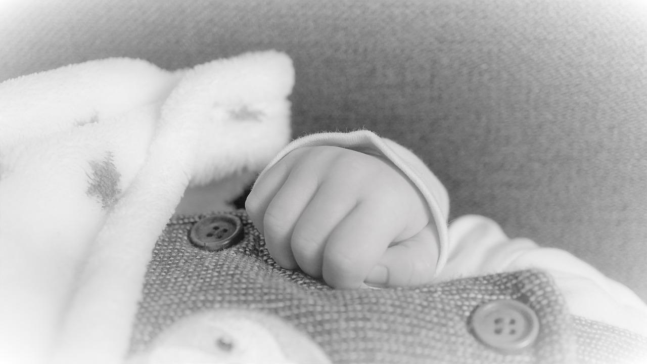 Bambino piccolo malato di Coronavirus