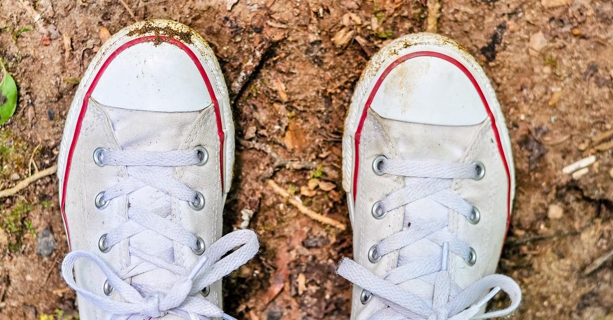 pulire scarpe dal fango