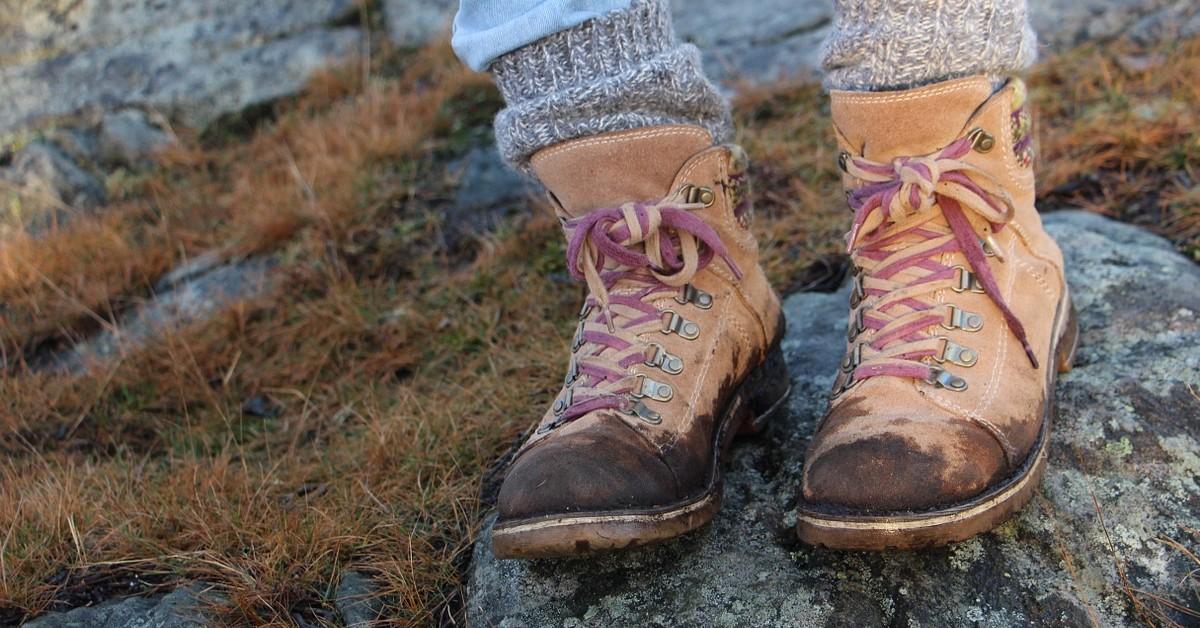 pulire scarpe e stivali sporchi