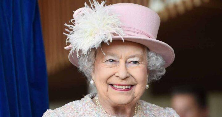 Regina Elisabetta, il suo make up è fai da te. E non è l'unica a truccarsi da sola