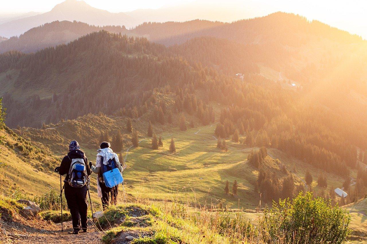 Mamma e bambini dispersi in montagna