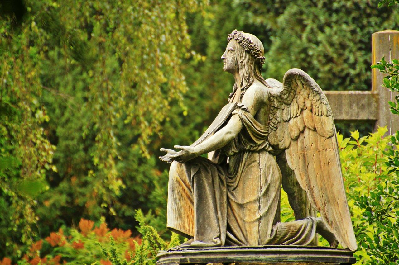 Cimitero, statua di angelo