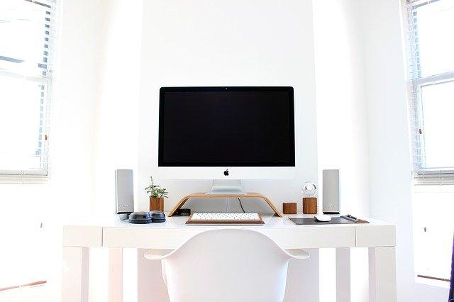 tocchi di colore per ufficio bianco