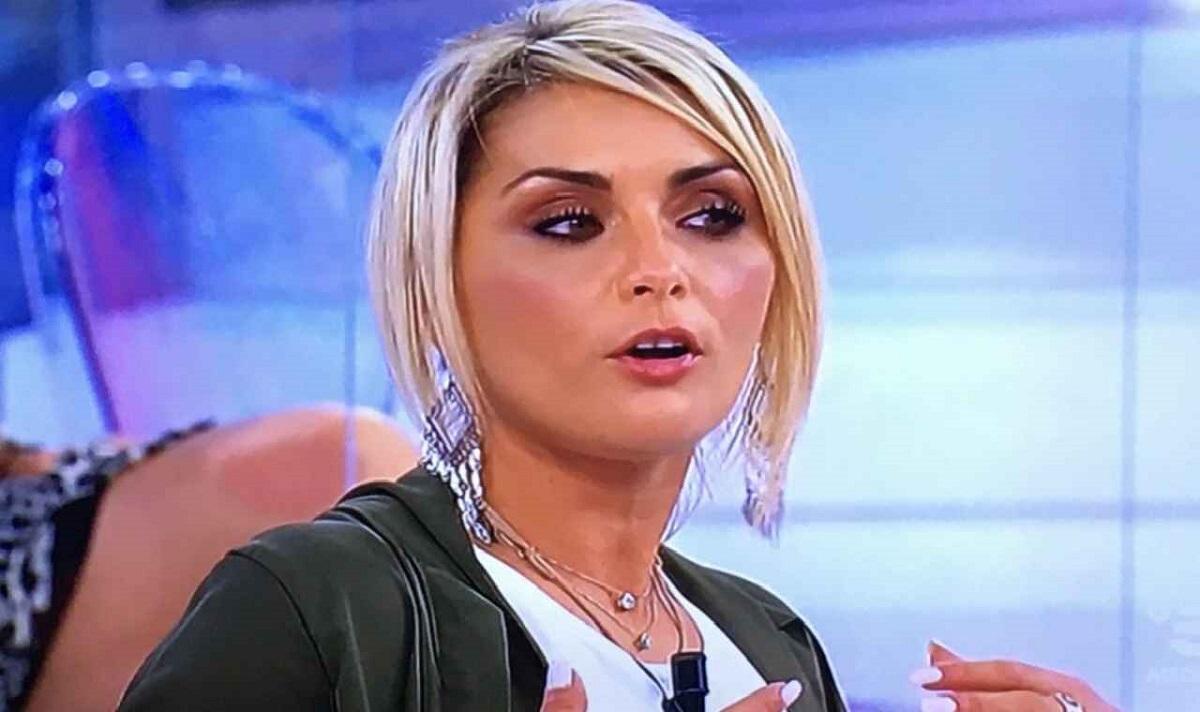 UeD Carlotta denuncia profili fake a suo nome