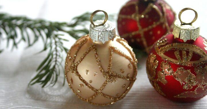 Come pulire le decorazioni natalizie: trucchi e consigli per addobbi e ghirlande