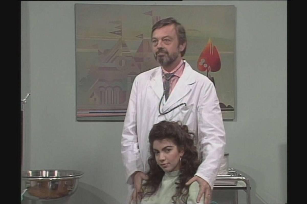 Enrico Bertorelli in una scena di Cristina
