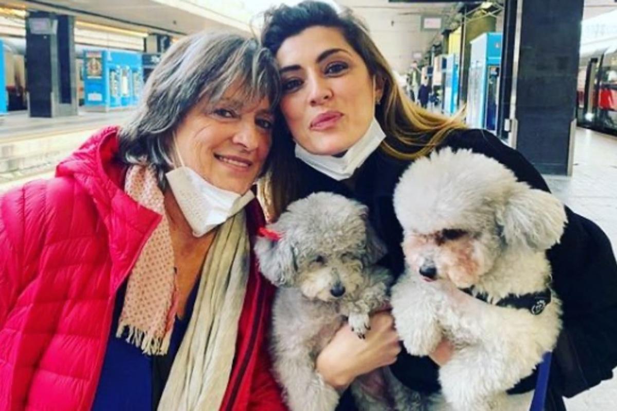 Elisa Isoardi in compagnia della madre
