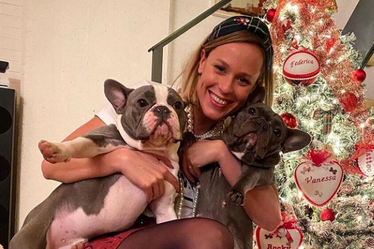 Pellegrini Federica celebra il Natale insieme ai suoi cani