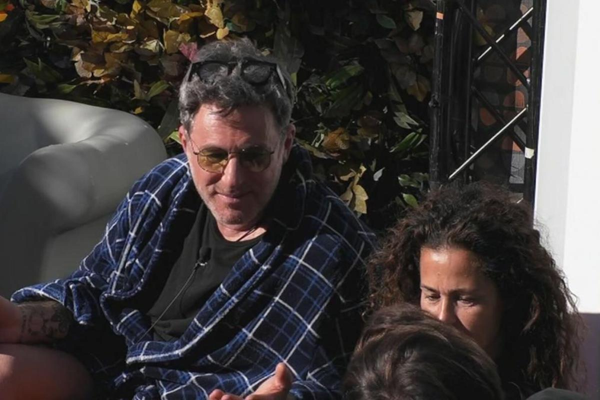 Filippo Nardi parla con Samantha De Grenet