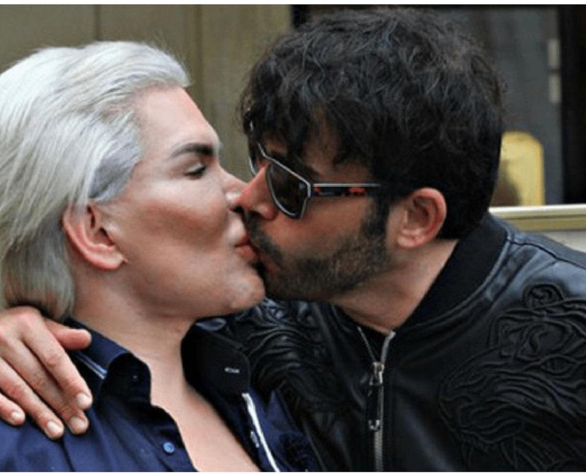 Giacomo bacia Rodrigo
