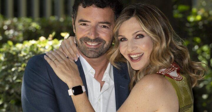 Lorella Cuccarini abbracciata ad Alberto Matano