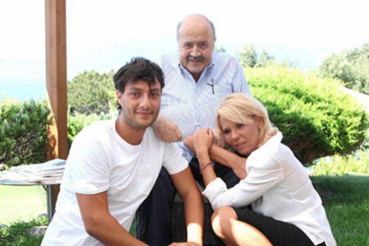 Gabriele Costanzo con Maria De Filippi e Maurizio Costanzo