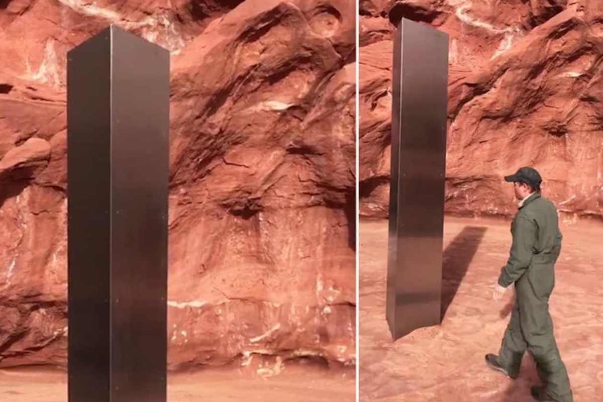 Monoliti installati nel deserto