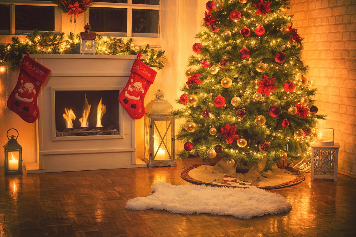 Albero di Natale con il caminetto