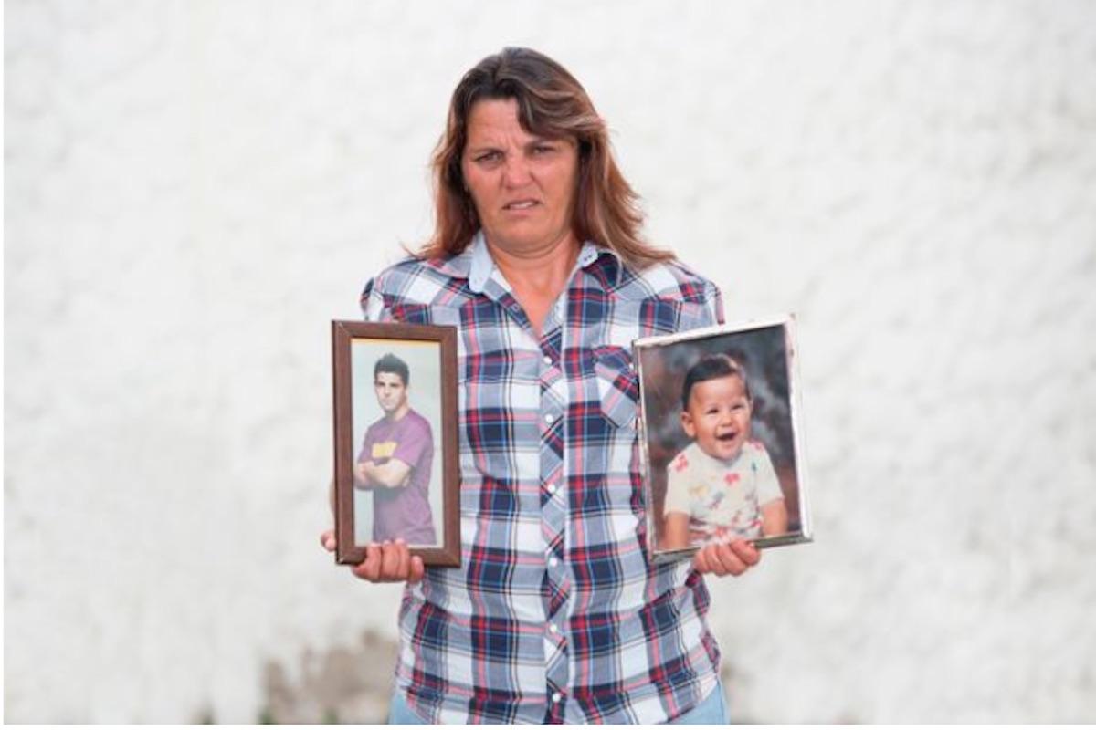 Manuel Agudo Durán mostra fotografie del figlio da piccolo