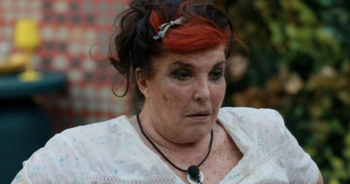 Patrizia De Blanck commenta i cattivi odori nella sua camera al Grande Fratello Vip