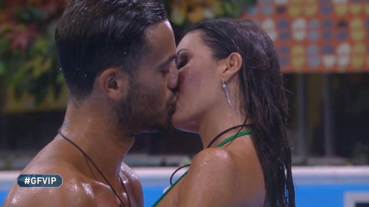 Bacio tra Pierpaolo e Elisabetta