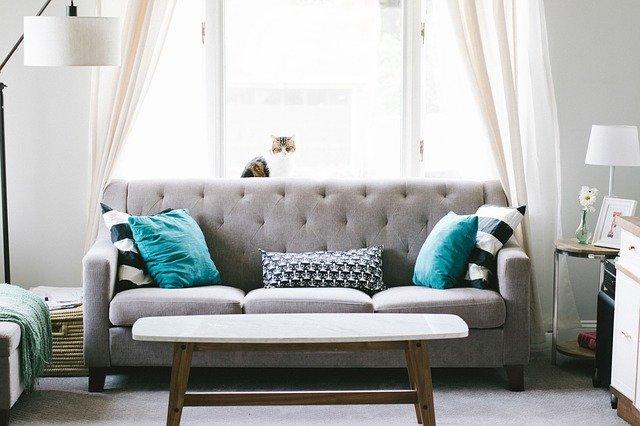 Poltrona, divano e tavolino abbinare