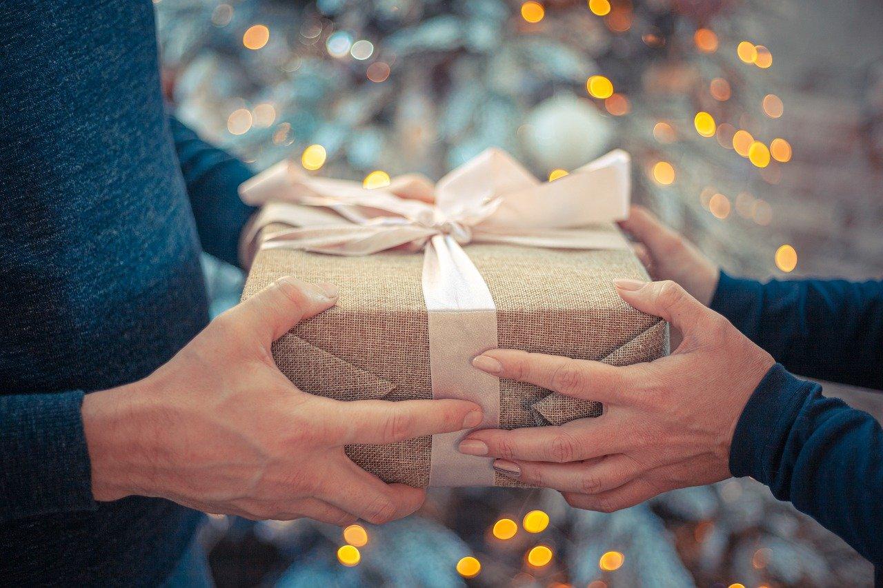 Scambiarsi i doni di Natale