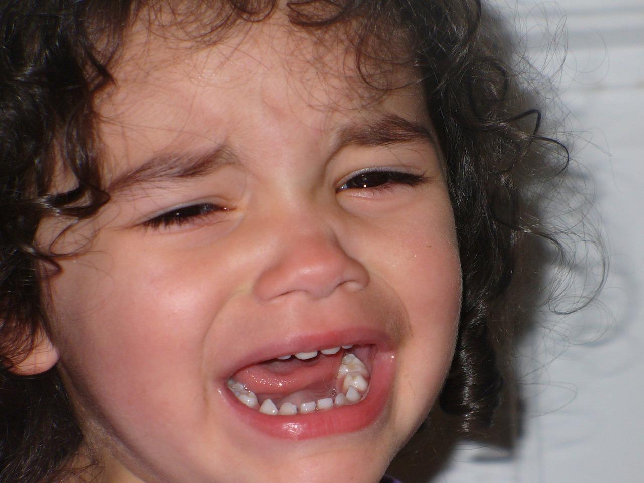 Figlia che piange disperata