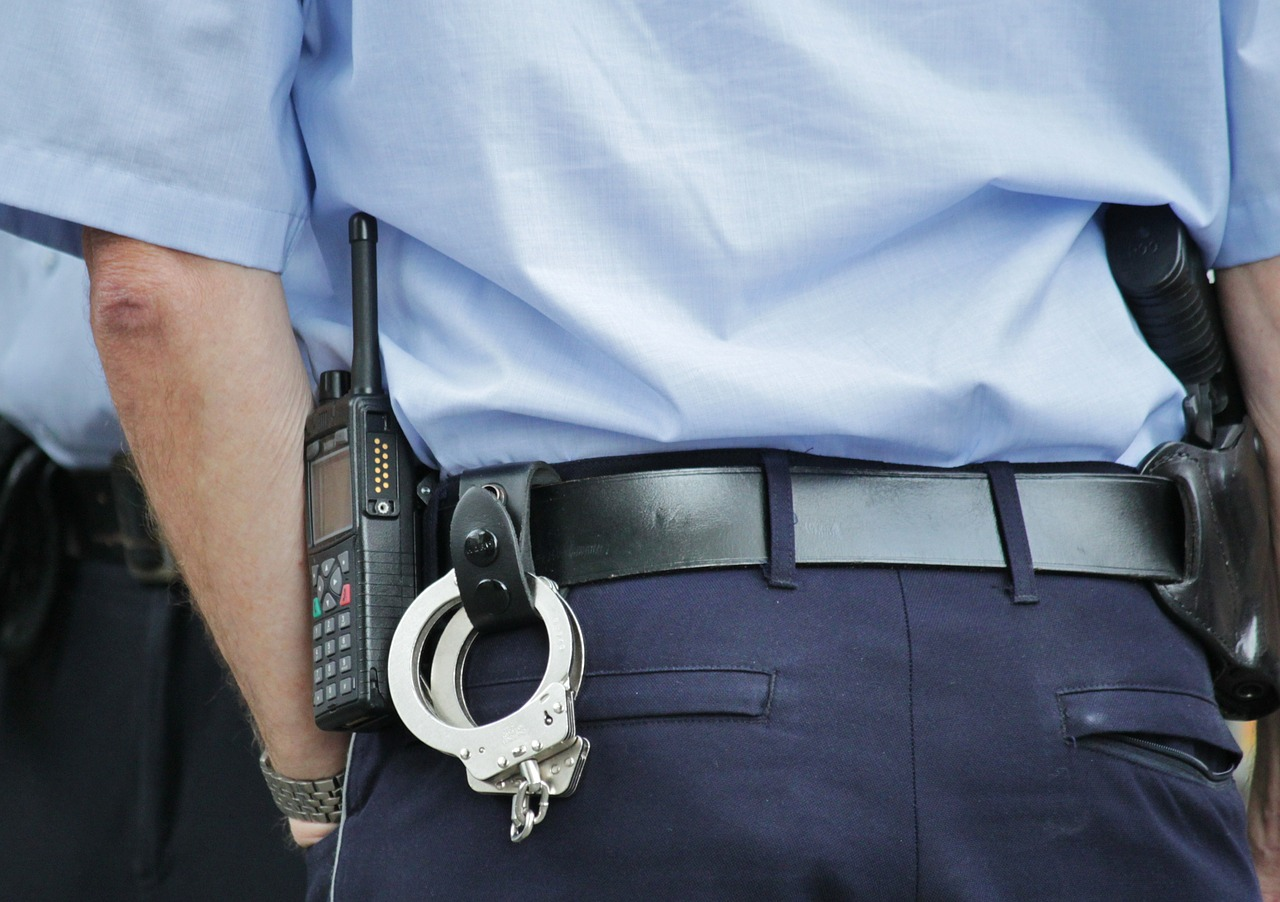 Intervento degli agenti di polizia