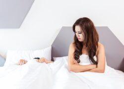 uomini dormono dopo aver fatto l'amore