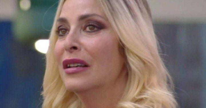 Stefania Orlando avvisata con il megafono