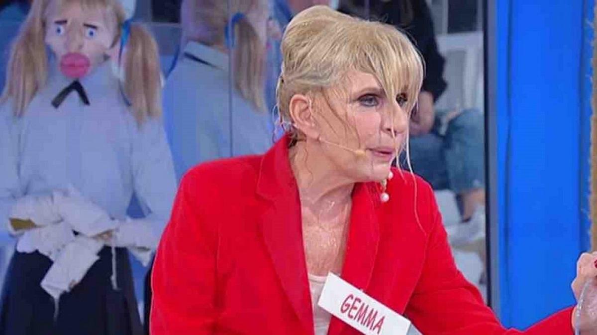 Tina Cipollari: secchiata d'acqua a Gemma Galgani