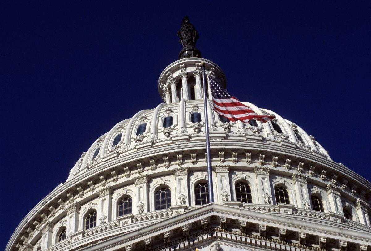 Bandiera America sventola su sede parlamento
